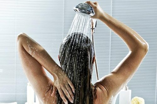 Използването на излива студена вода с остеохондроза..